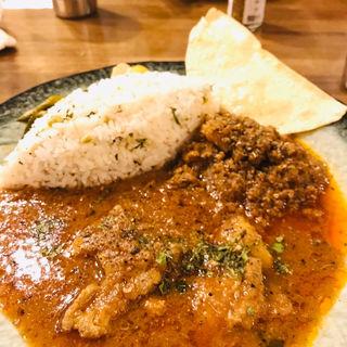今月のあいがけカレー(カレー アベシ (Curry Aveshi))