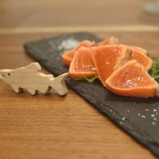 紅鮭の塩たたき フランス産の天日塩で(鮭バル SalmonBear)