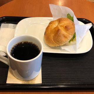 モーニングB カイザーサンド スクランブルエッグ・ベーコン(カフェ・ベローチェ 博多呉服町店)