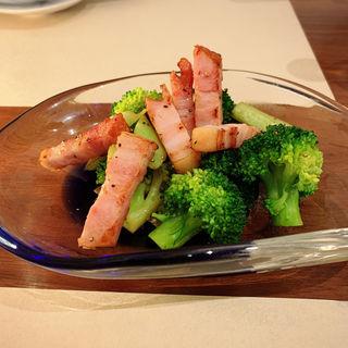 厚切りベーコンとブロッコリー炒め(SHIRU)