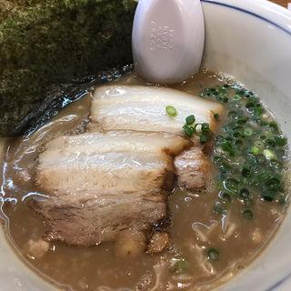 変り系煮干しとんこつ(烈志笑魚油 麺香房 三く)