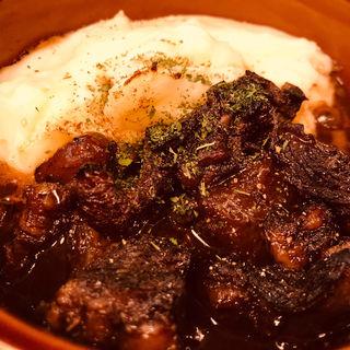 牛スジの赤ワイン煮とマッシュポテトのオーブン焼き