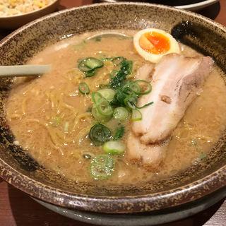 豚骨醤油ラーメン(越後秘蔵麺 無尽蔵 MOMOテラス店 )