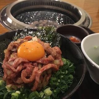 ローストビーフ丼(立川 炭火焼肉家 和 はなれ)