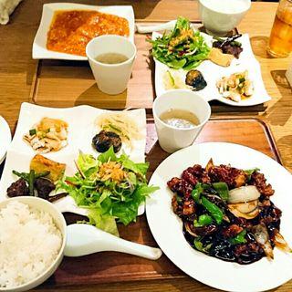 豚肩ロースの黒酢スブタ定食(中国菜 四合院凛丹 (チュウゴクサイシゴウインリンタン))
