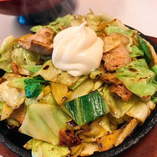 豚バラ鉄板定食(馬鹿盛ぽんぽこ)