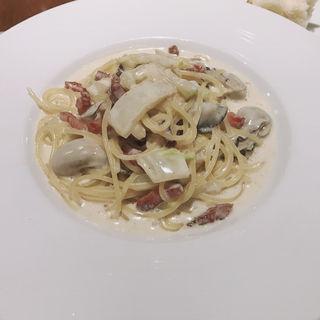 牡蠣とグァンチャーレ 白菜のクリームソーススパゲッティ