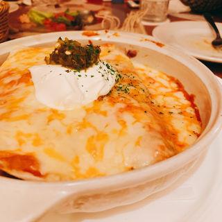 エンチラーダ(4種)トルティーヤにサルサを巻いたチーズオーブン焼き