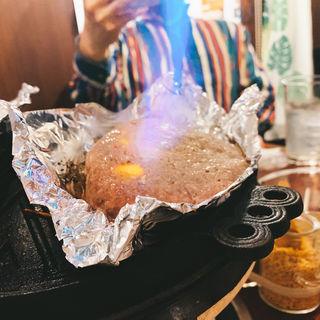 ラム肉のチーズハンバーグ(だるまや 新宿三丁目店)