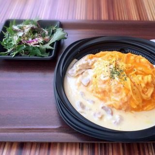 ホワイトソースオムライス(えぐぅ~マルシェ 東京直営販売所 (eggg marche))