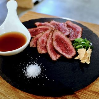 神戸牛の炙り(神戸餃子 オレギョ ハービスENT店)