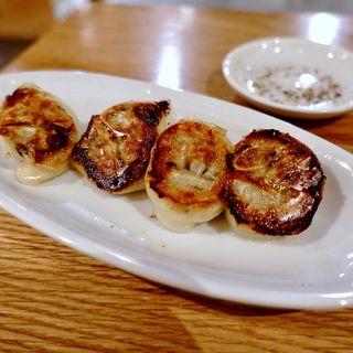 4種のキノコとバターの餃子(神戸餃子 オレギョ ハービスENT店)