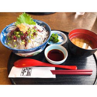 生しらすハーフ丼(江之島亭)