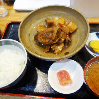 本マグロカマ煮付け定食(Osakanachan(おさかなちゃん))