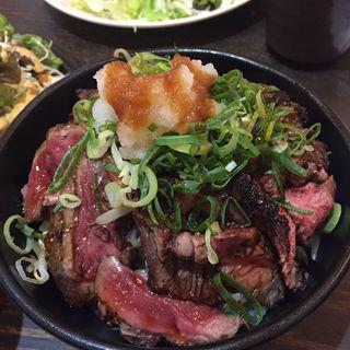 ステーキ丼(大衆酒場 肉処 マルカツ )