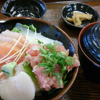 海鮮丼(越前若狭 鯖街道 (エチゼンワカサ サバカイドウ))