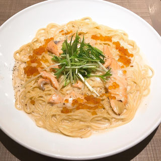 水菜とサーモンといくらの西京味噌クリームスパゲッティ