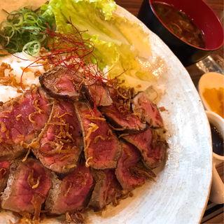 黒毛和牛ローストビーフ丼(浪花焼肉 肉タレ屋)