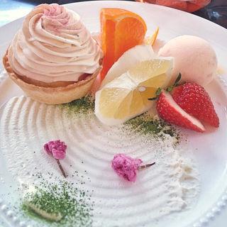 桜のアイスと桜のタルト(京橋千疋屋 京橋本店 (キョウバシセンビキヤ))