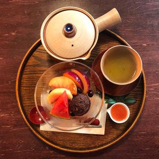 日本茶とフルーツあんみつセット