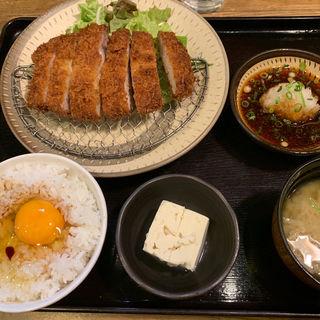 極厚三元豚ロースカツ定食(日の出食堂 (ヒノデショクドウ))