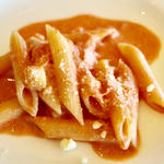 蟹と魚介類のトマトクリームパスタ