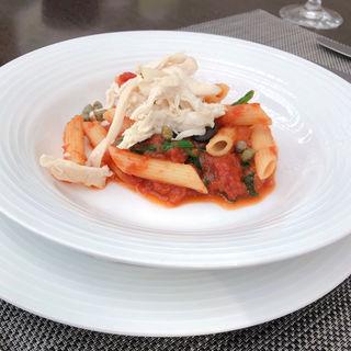 蒸し鶏とほうれん草の生姜風味トマトソース ペンネ(アマデウス )