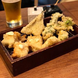 天ぷら(たらの芽・ふきのとう・菜の花・子持ち昆布クリームチーズのせ・キス・ヤングコーン)(天ぷら酒場 ナカショウ)