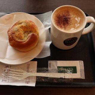 ミルキーフラットホワイト+ティーアマンド(タリーズコーヒー 札幌ちえりあ店)