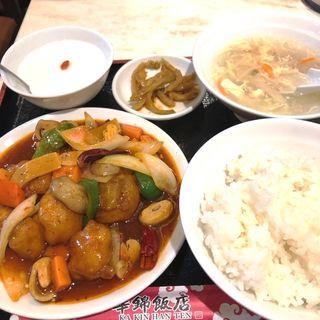 日替わり鮮魚と辛子炒め(華錦飯店)