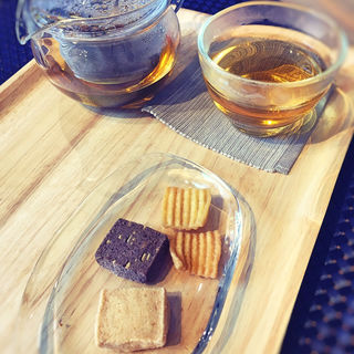 緑茶と菓子の合わせ(加賀 ほうじ茶)(和Cafe Shaka)