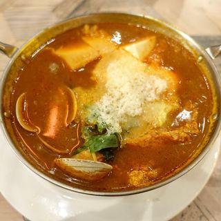 フワフワチーズのスンドゥブ鍋(サナギ)