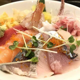 日替り海鮮丼(鮨と酒 魚伸)