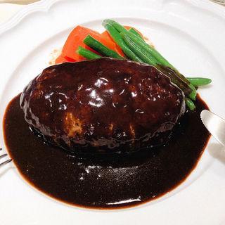 ハンバーグ 黒いデミグラスソース(ルヴァン エ・ラ・ヴィアンド)