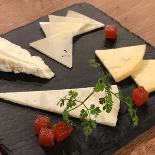スペイン産チーズ4種盛(スペインバル sidra (シドラ))