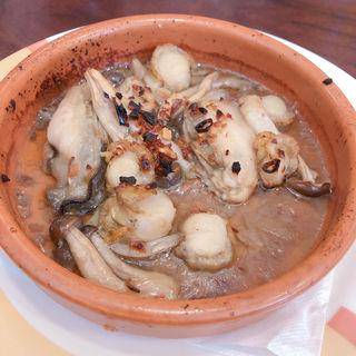 牡蠣とベビー帆立のアヒージョ