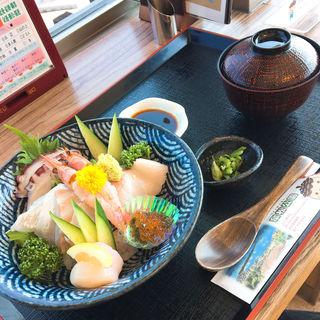 本日のおまかせ海鮮丼