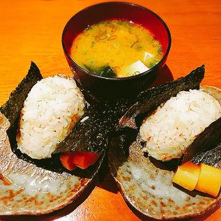 おむすび(発芽玄米入り)+味噌汁