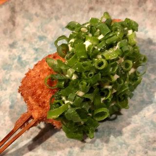 旬の魚のタルタルソースねぎのせ(串揚げ)(串揚げ ふくみみ)