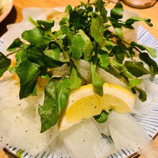 大根とクレソンのサラダ(もつ焼き 煮込み 楓)