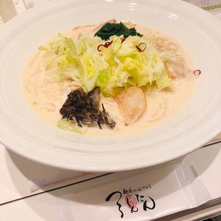 バタークリーム仕立て 桜姫鶏とたっぷり野菜のおうどん (つるとんたん トップシェフズ (TOP CHEFS))