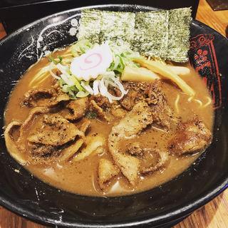炙り肉盛豚骨らーめん(金澤濃厚豚骨ラーメン 神仙 品川品達店)