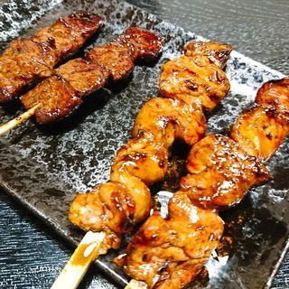 焼き鳥(牛ハラミ串焼きとキモ)