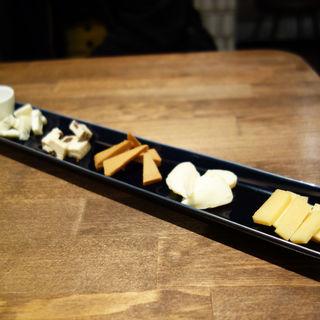 チーズの5種盛り(cheese and BAR(チーズ アンド バー))