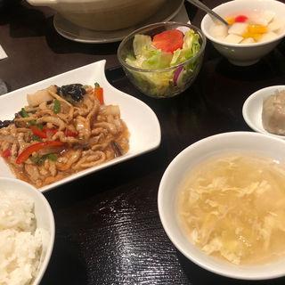 ブダと野菜の炒め物定食(龍門)