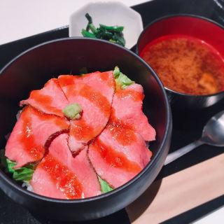 和牛ローストビーフ丼(肉バル ODDMIX)