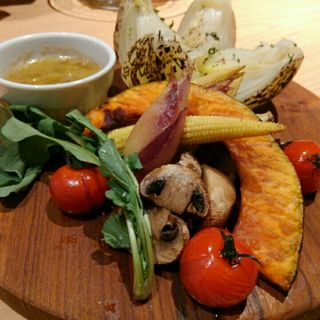 淡路島産丸ごと玉ねぎと焼き野菜バーニャカウダー