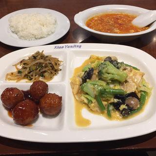 玉子と野菜の炒め物(小燕京 (ショウエンキン))