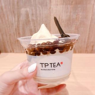 タピオカミルクティーソフトクリーム(TP TEA)