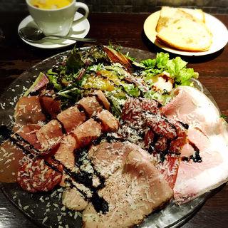お肉たっぷりサラダランチ(トラットリア クイント)